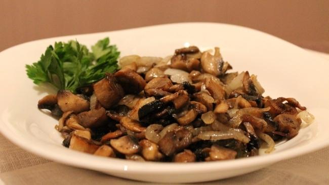 Reteta zilei: ciuperci la tigaie cu usturoi