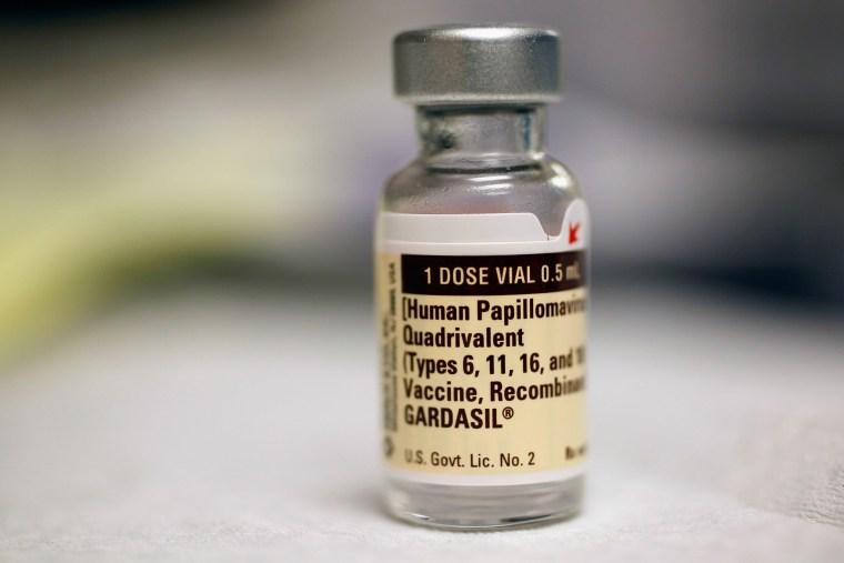 hpv vaccine treatment genital warts
