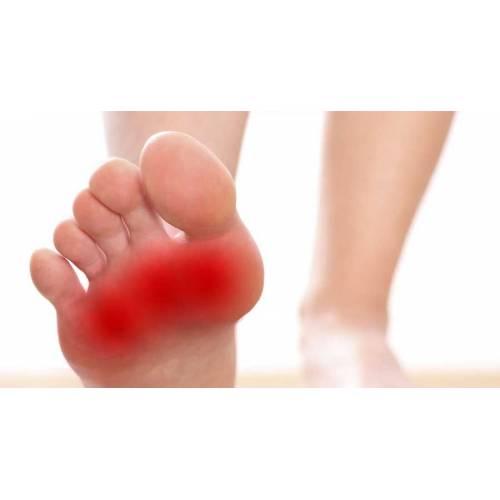 între degetele de la picioare apăru un deget dureros